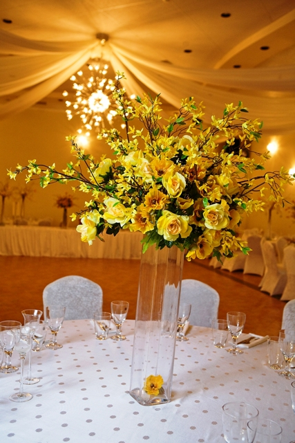 Centerpieces Large Yellow Bouquet Centerpiece – Demers Banquet Hall